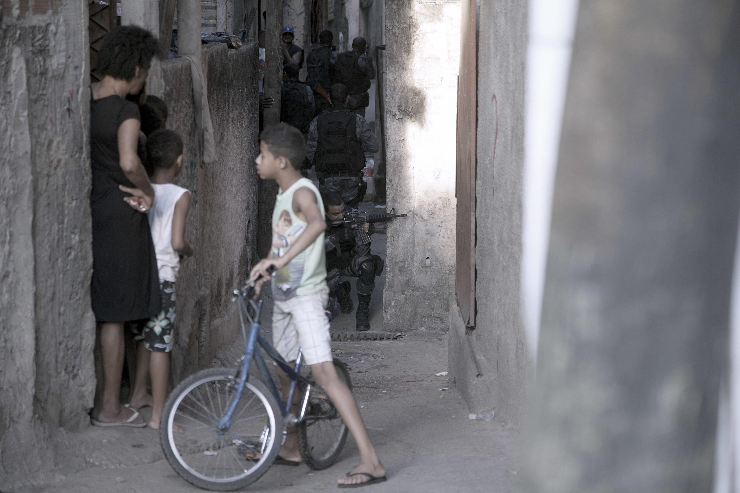 PM invade favela no Engenho Novo