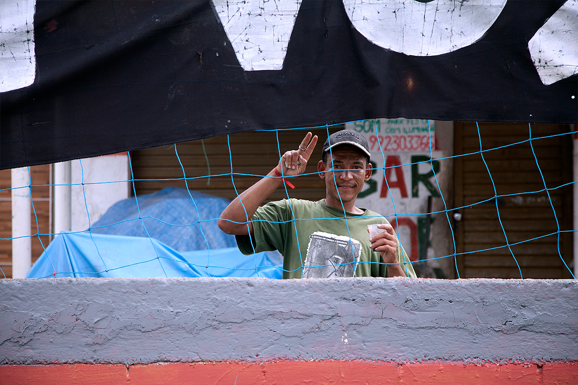 Encontro Nacional na favela de Manguinhos reuniu diversas entidades e movimentos sociais que lutam contra o terrorismo de Estado — Foto: Rafael Daguerre