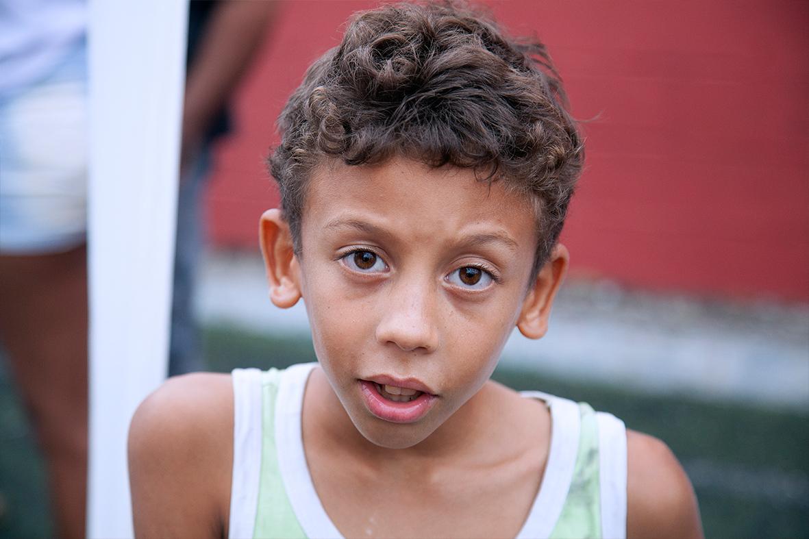 Diversas crianças participaram do 2° Encontro Nacional na favela de Manguinhos — Foto: Rafael Daguerre
