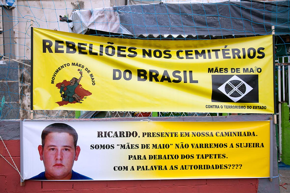 O Movimento Mães de Maio esteve presente no 2° Encontro Nacional na favela de Manguinhos — Foto: Rafael Daguerre