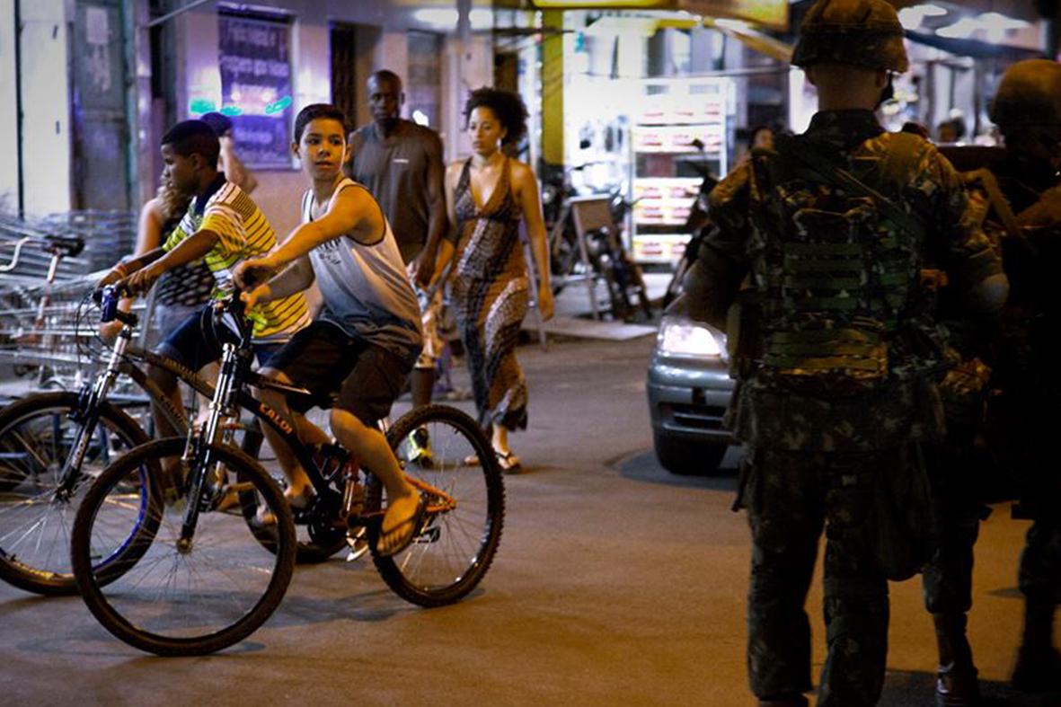 Ocupação do Exército na Favela da Maré, zona norte do Rio, fevereiro de 2014 — Foto: Rafael Daguerre