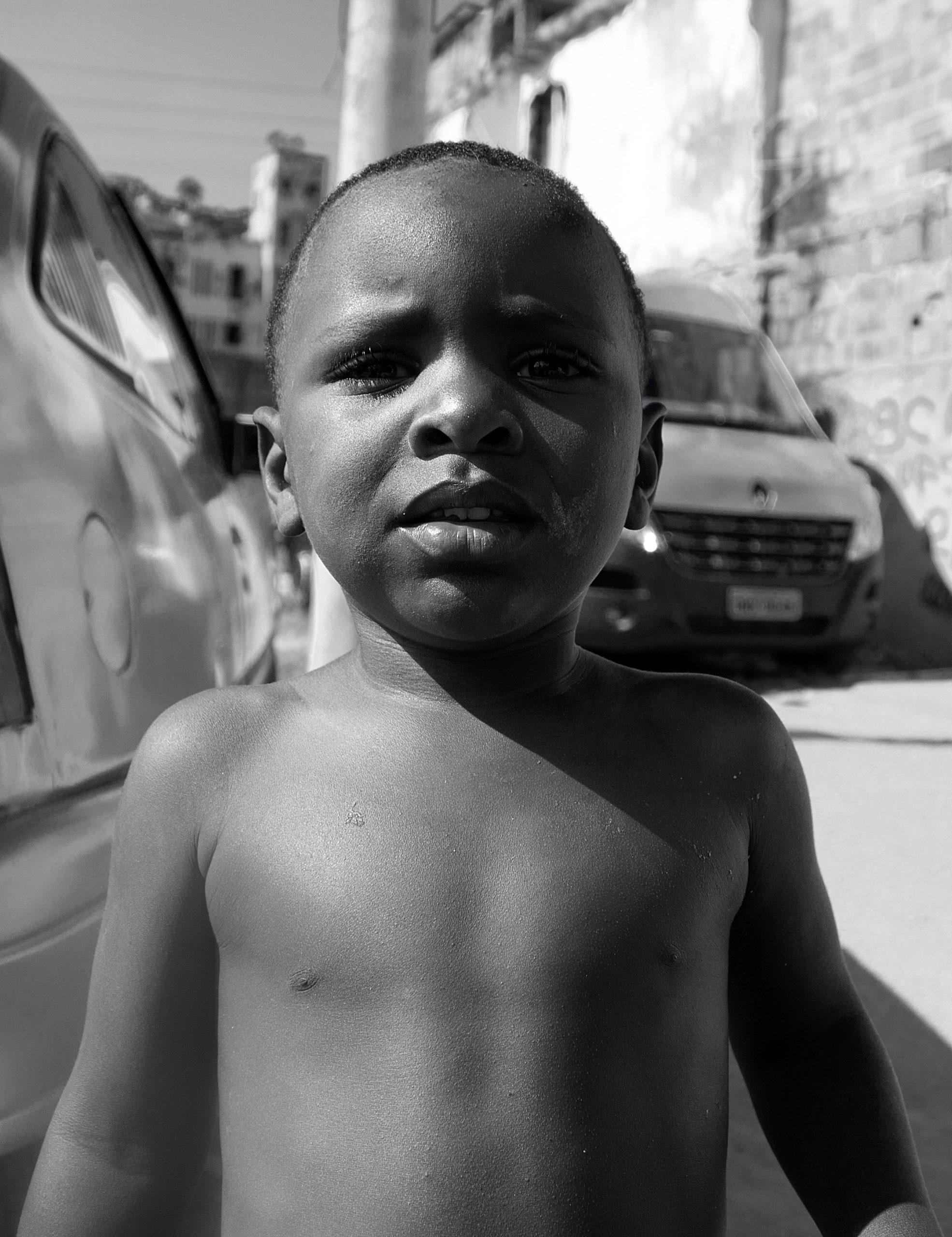 Criança na Favela Metrô-Mangueira