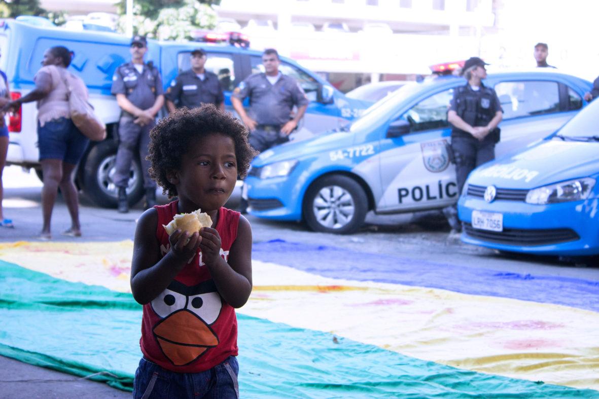 Criança participa do ato — Foto Rafael Daguerre