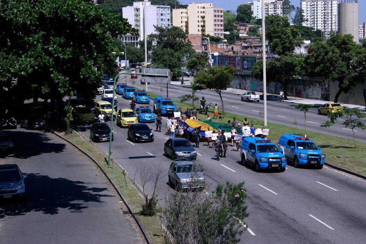 Manifestação dos moradores contra violência do Estado — Foto Rafael Daguerre