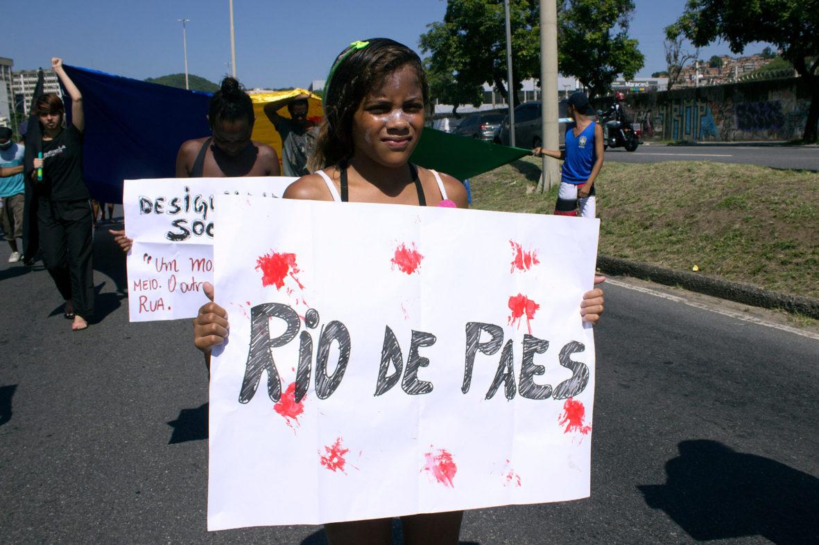 Moradora ironiza o prefeito do Rio Eduardo Paes — Foto Rafael Daguerre