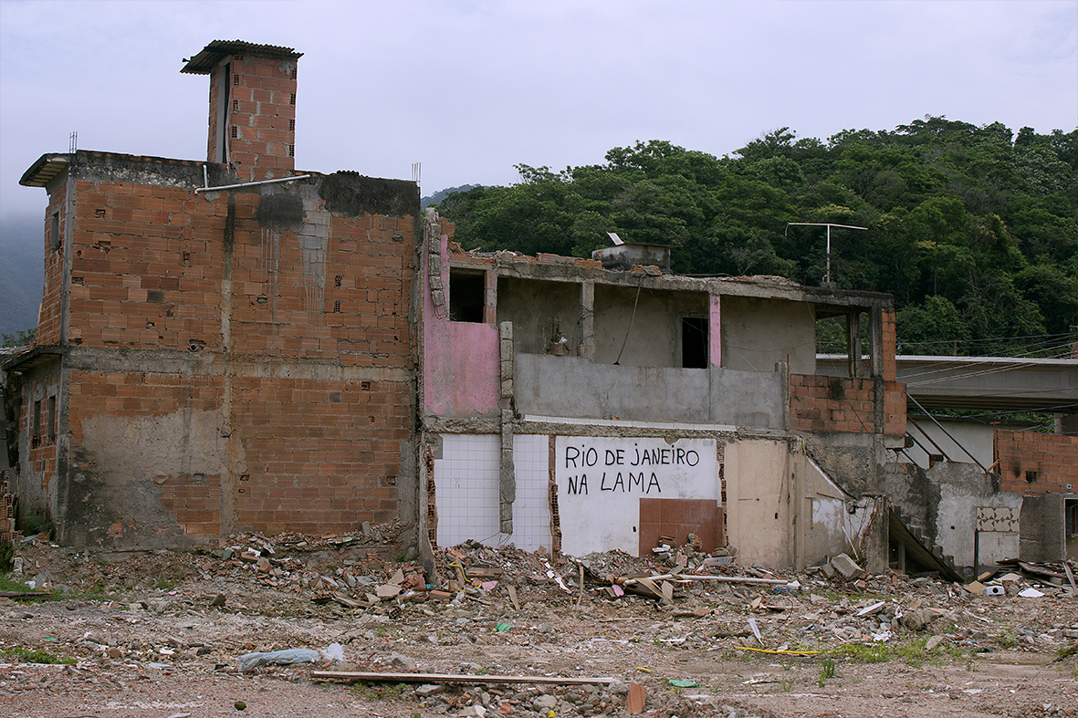 Casas destruídas pela prefeitura do Rio na Vila Autódromo, 12 de dez.2015 - Foto: Rafael Daguerre