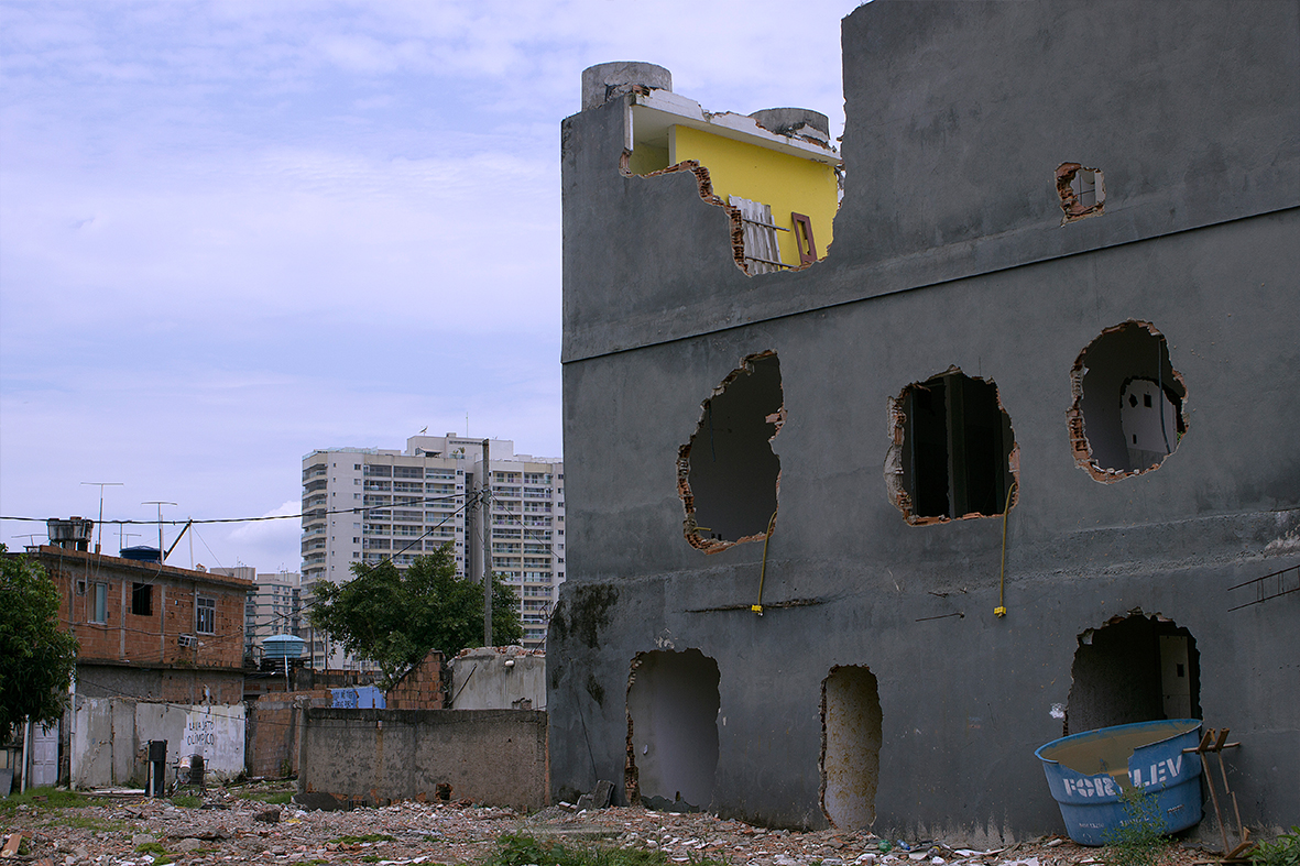 Casas destruídas pela prefeitura do Rio na Vila Autódromo, dezembro de 2015 — Foto: Rafael Daguerre