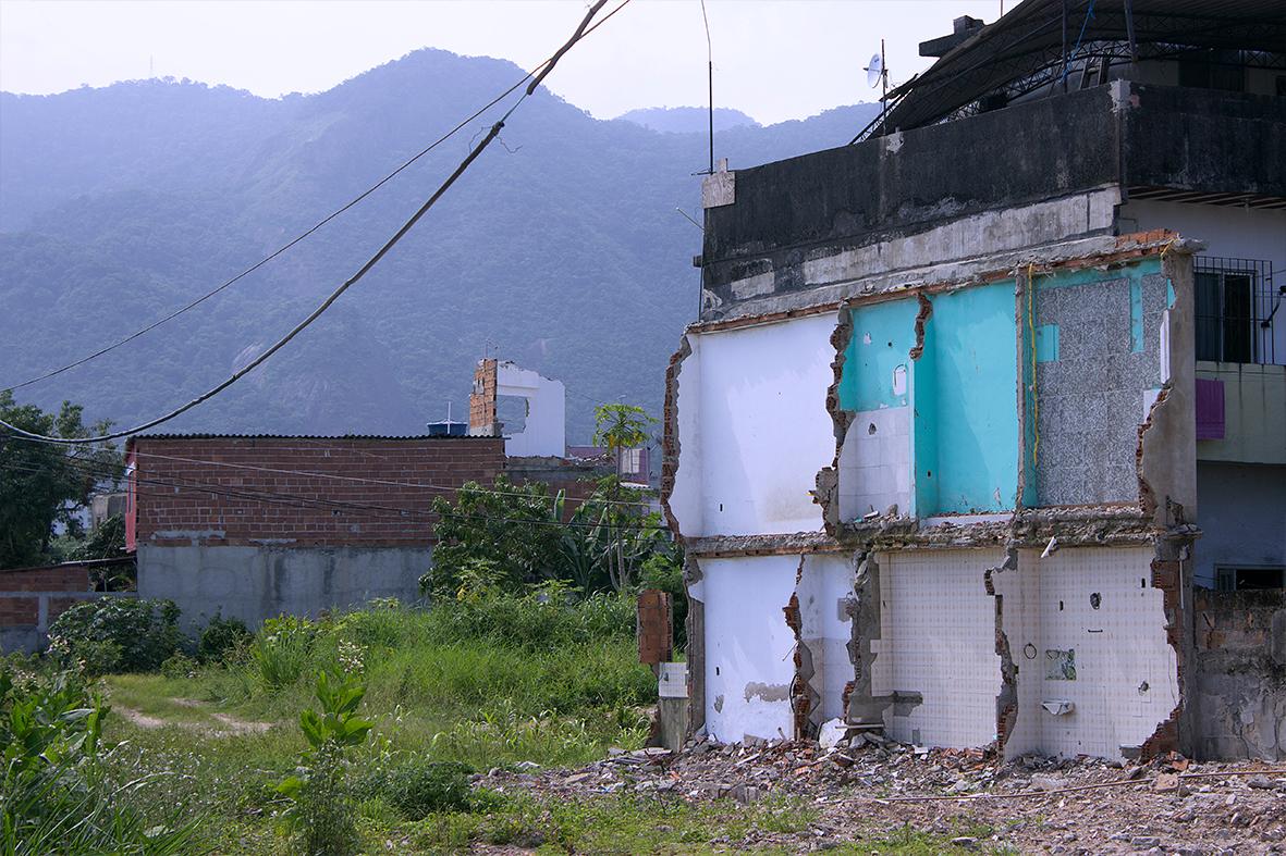 Casas destruídas pela prefeitura do Rio na Vila Autódromo, dezembro de 2015 - Foto: Rafael Daguerre